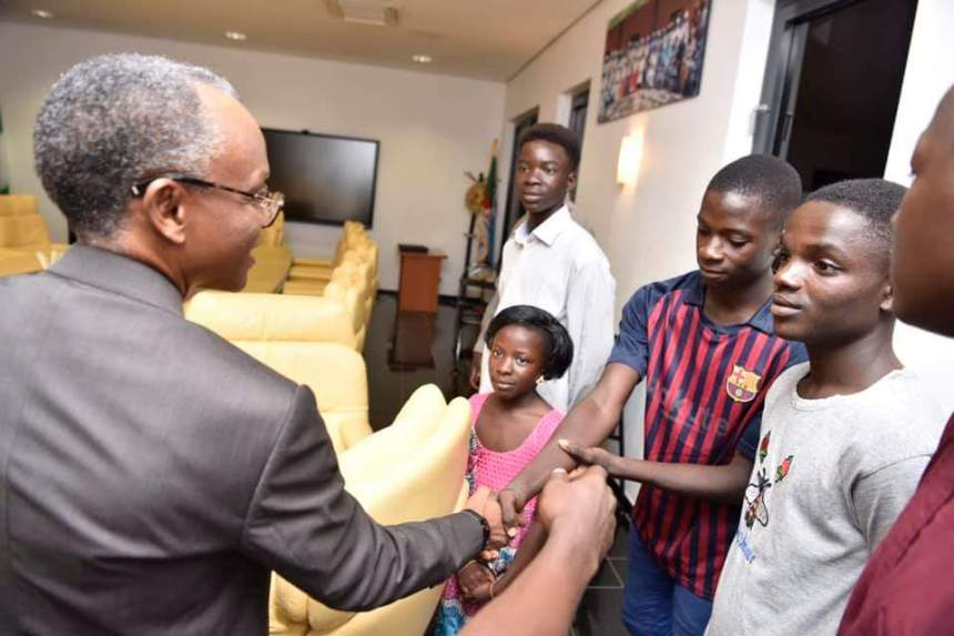 The young filmakers pictured alongside Governor Nasir El-rufai of Kaduna State at a reception in Kaduna on Thursday Photo Twitter (1)