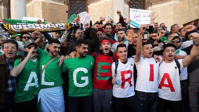 Algerian protesters [Photo: bbc.com]