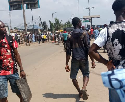 Crisis at Jakande market, Ketu as soldiers evade the market, evacuate traders