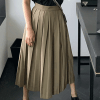 Pleated skirt: [PHOTO: Jessica Buurman]
