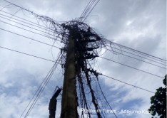 Electricity pole & cable in deplorable state @ Olorunda