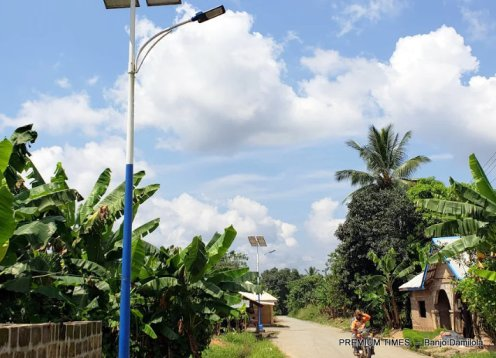 Nonfunctional Solar-powered street light in Mmahu