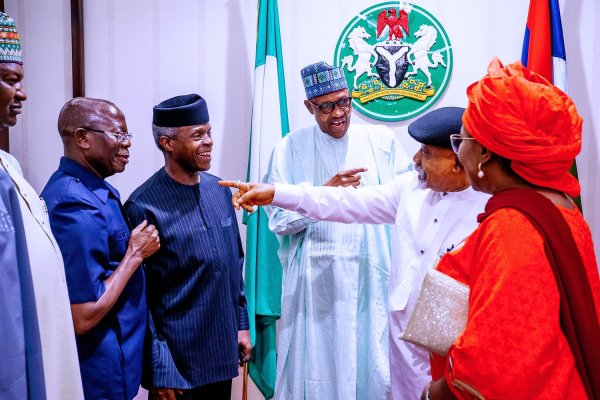 President Muhammadu Buhari hosted members of Presidential Legal Team to a dinner at the Presidential Villa, Abuja. (Photo: Official Twitter)