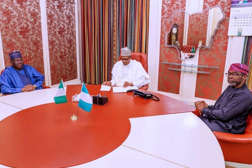 L-R Sen. President Ahmed Lawan, President Muhammadu Buhari, Speaker Femi Gbajabiamila in Aso Rock [Photo: Presidency