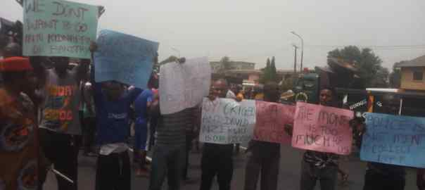 Truck drivers block highway to protest over taxation in Anambra