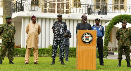 Lagos State Governor, Mr. Babajide Sanwo-Olu, briefing journalists after the State Security Council meeting at Lagos House, Marina, on Saturday, April 4, 2020. With him (L-R): Commander, 9 brigade, Ikeja Army Cantonment, Brigadier General Etsu Ndagi; Director, Department of Security Service (DSS), Mr. Abdulfatai Sanusi; Commissioner of Police, Lagos Command, Mr. Hakeem Odumosu; Commander, Nigeria Navy Ship (NNS) Beecroft, Apapa, Commodore Ibrahim Aliyu Shettima and commander, 651 Base Services Group, Nigerian Air Force Base, Ikeja, Air Commodore Rasaq Olanrewaju.