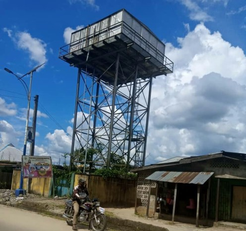 Forsaken solar-powered borehole at Erovie quarters, Ozoro in Isoko North LGA
