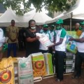 Farmers receiving CBN farm inputs