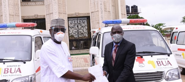 L-R: AbdulRahman AdbulRazaq, Governor Kwara State receiving documents of the 3 ambulances donated by BUA Foundation from Olayiwola AbdulRasheed, General Manager, Lafiagi Sugar Company, (LASUCO) to help fight the COVID-19 pandemic in the state.