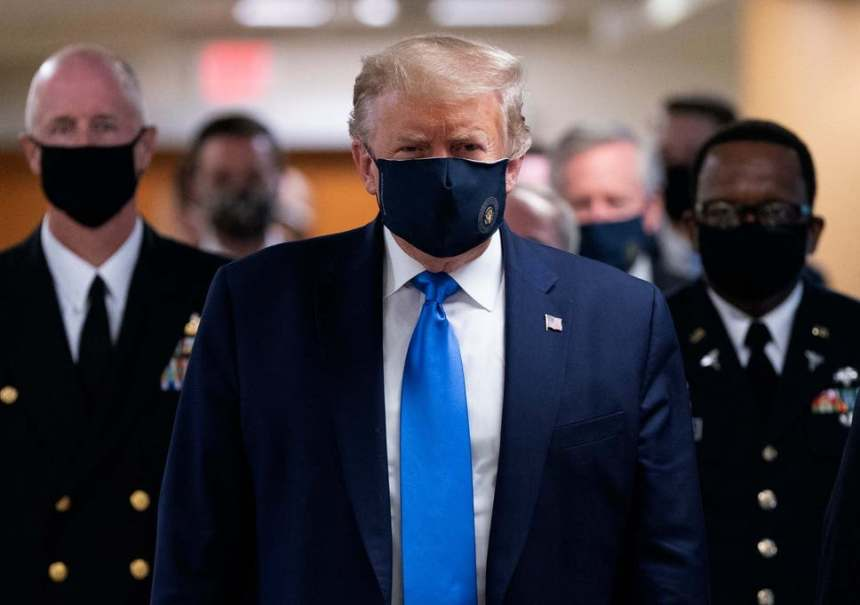 Trump wears the nose mask for the first time in public [PHOTO: the Independent]