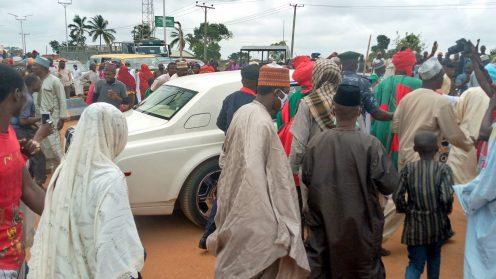 Large crowd welcomes ex-Kano emir Sanusi to KadunaLarge crowd welcomes ex-Kano emir Sanusi to Kaduna