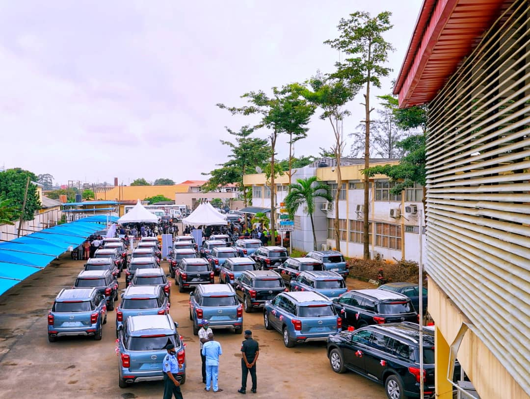 The Lagos State Governor, Babajide Sanwo-Olu, on Wednesday presented 51 Sports Utility Vehicles and eight houses to judges in the state. [PHOTO CREDIT: Official Twitter handle of Sanwo-Olu]