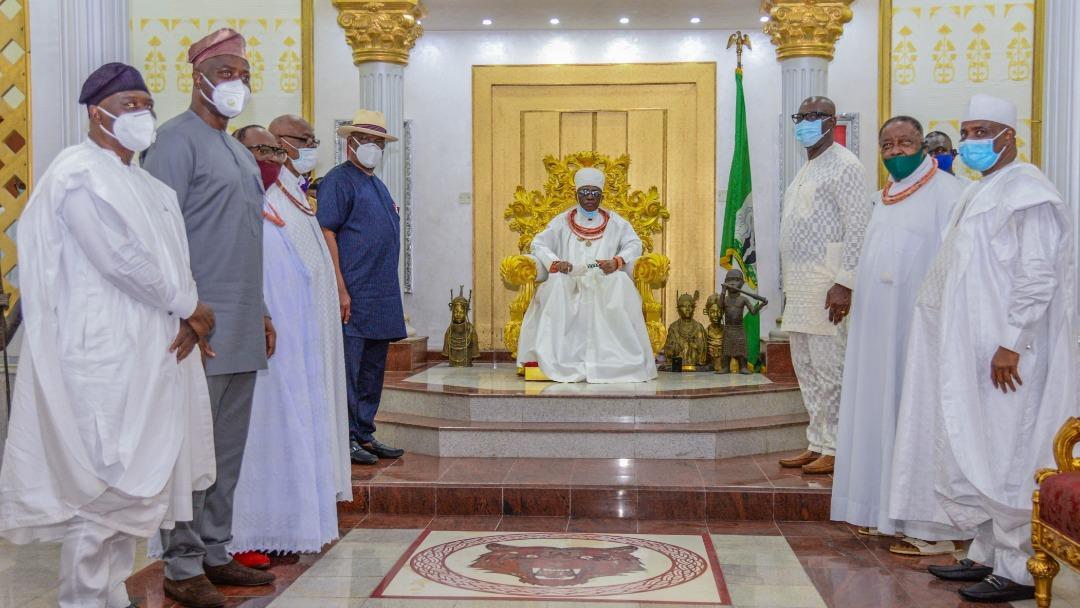 Benin Monarch, His Royal Majesty Omo N' Oba N' Edo, Uku Akpolokpolo, Ewuare II with governor Godwin Obaseki and his PDP counterparts  [PHOTO CREDIT: @GovernorObaseki]