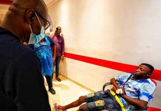 Sanwo-Olu visiting victims of the Lekki shooting in the hospital