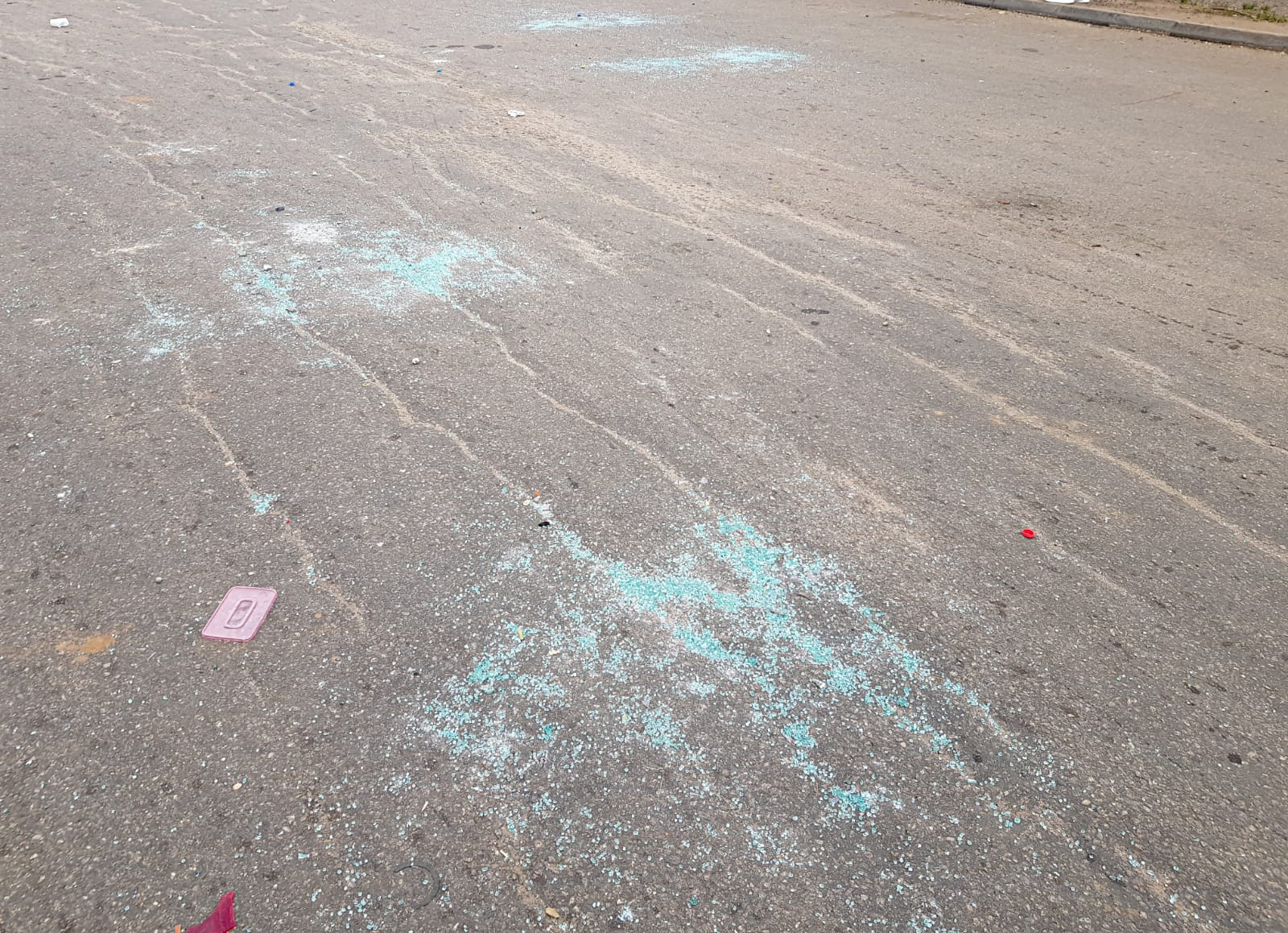Shattered glass from the windscreens of cars that were smashed by unknown assailants at Berger Junction, Abuja (14.10.2020) [Photo: Amaury Falt-Brown]