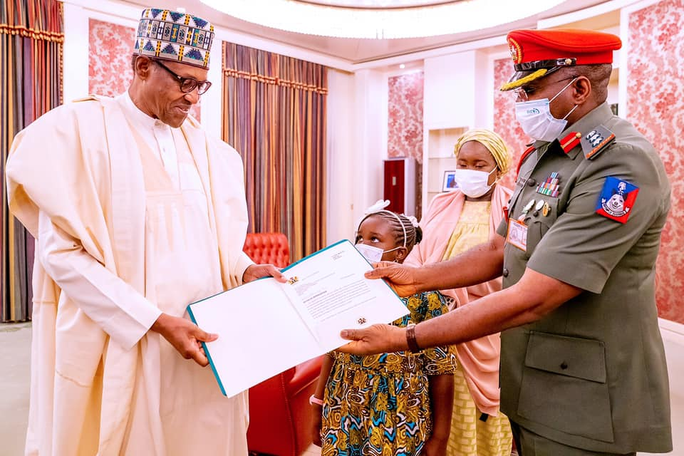 President Buhari receiving his outgoing ADC, Col. ML Abubakar's Letter of Appreciation at the State House on 22nd February 2021.