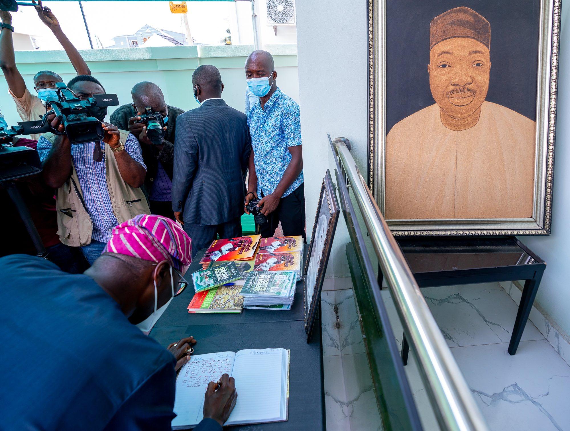 Sanwo-Olu visits late Yinka Odumakin's family