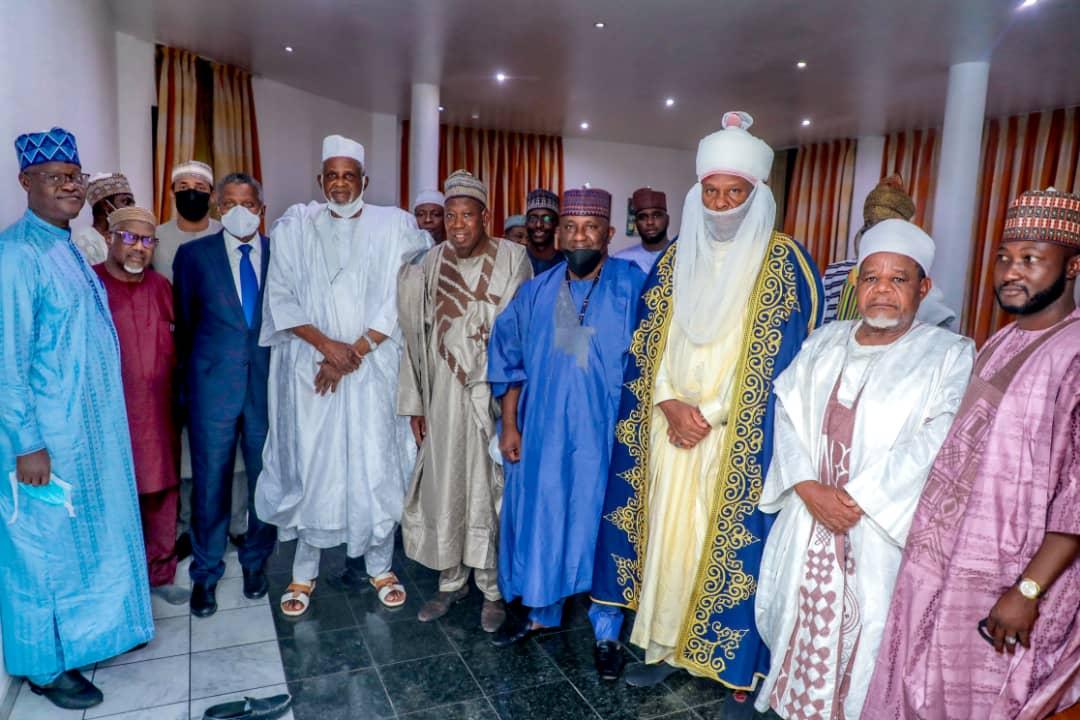 R-L Aminu Babba Danagundi, Abdussamad Rabiu, Abdullahi Ganduje, Aminu Dantatata, Aliko Dangote and unknown person.