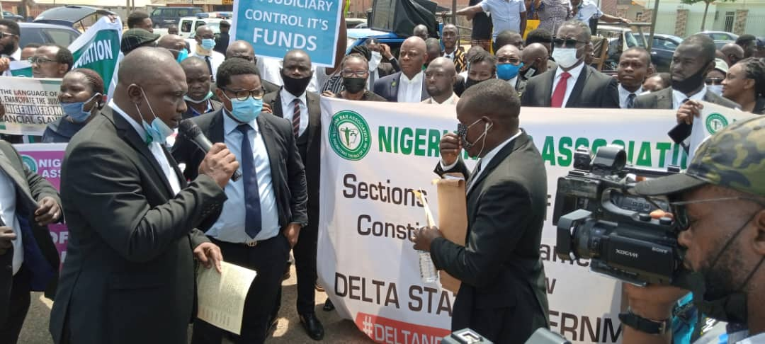Lawyers belonging Delta State branches of NBA protest over judiciary's financial autonomy in Asaba.