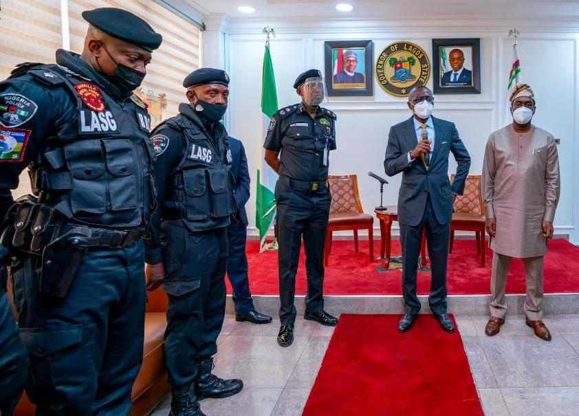 L-R: Commander Rapid Response Squad (RRS), Lagos, CSP Olayinka Egbeyemi; police officer assaulted by traffic offender, ASP Sunday Erhabor; Commissioner of Police, CP Hakeem Odumosu; Governor Babajide Sanwo-Olu and his deputy, Dr. Obafemi Hamzat, during a ceremony to honour Erhabor at Lagos House, Ikeja, on Monday, April 19, 2021.