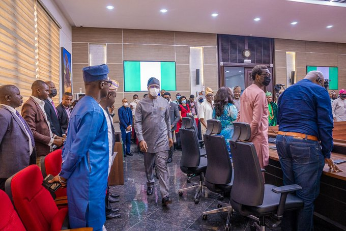 Governor Seyi Makinde of Oyo State, on Monday, inaugurating the board of the State Security Network and Amotekun corps