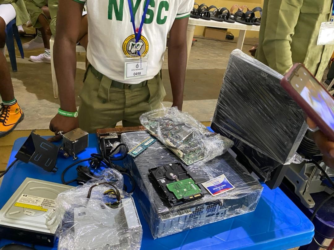 Group, corp members donate 'locally manufactured' computer to NYSC