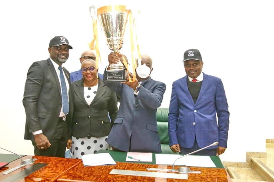 The Deputy Governor, Moses Ekpo with the trophy