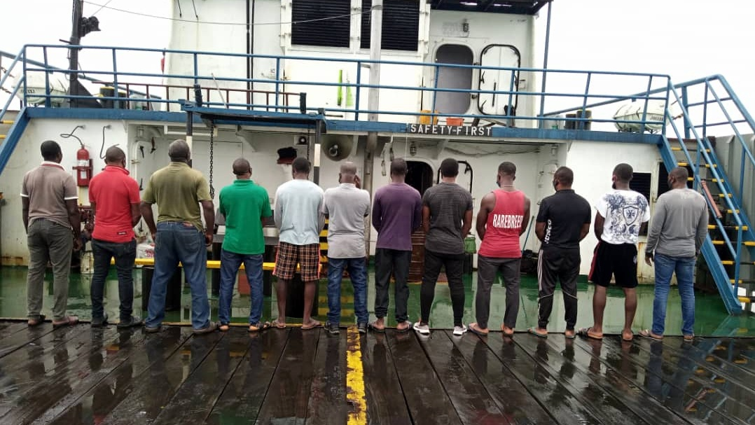 suspected oil thieves nabbed by the Nigerian Navy.