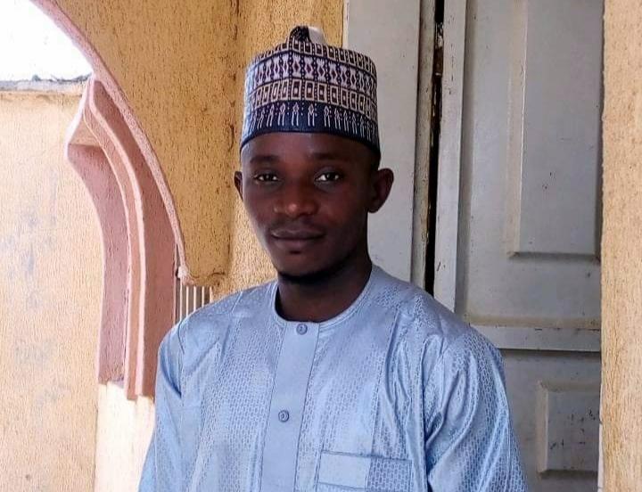 Nura Muhammad, a federal civil servant left Zamfara state to Sokoto just to make phone calls and send SMS.