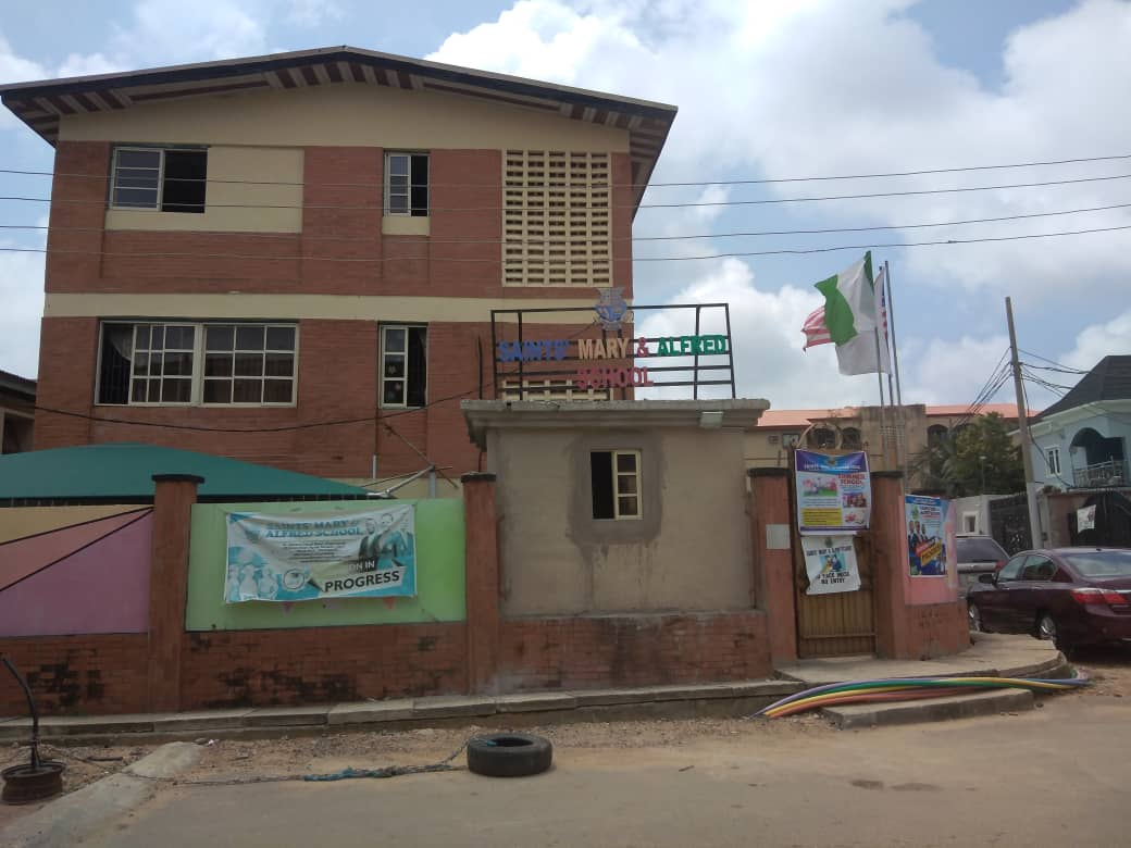 """Schools in Surulere without the """"No-smoking"""" Area indication"""