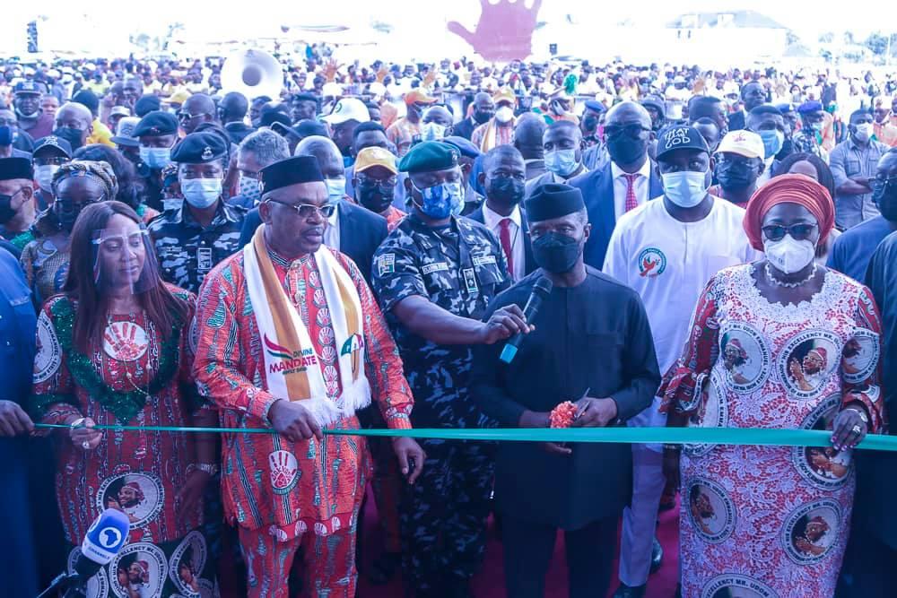 Vice President Yemi Osinbajo inaugurating the Dakkada Towers in Uyo, Akwa Ibom State