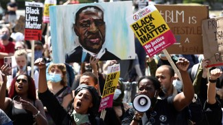 Black Lives Matter organizers in the US and UK compare the movement