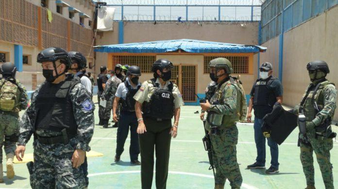 Las armas llegan por aire, río y tierra a la Penitenciaría de Guayaquil