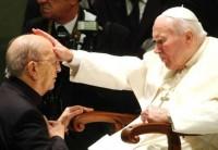 Maciel y el Papa Juan Pablo II. Foto: AP