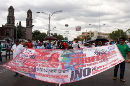 Marchan maestros en repudio a la reforma educativa. Foto: Hugo Cruz