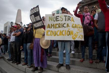 CNTE repliega plantón pero llegan más maestros. Foto: Octavio Gómez