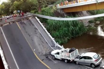 Puente de Chalma, en Morelos, colapsado. Foto tomada de Internet