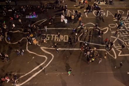 Miles marchan al Zócalo por normalistas desaparecidos. Fot