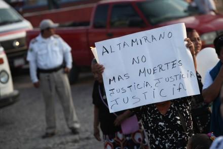 """Feligreses despiden al """"Padre Goyo"""" en Guerrero. Foto: Octavio Gómez"""
