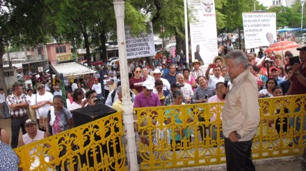 López Obrador en una asamblea en Tierra Colorada, Tabasco.  Foto: Especial