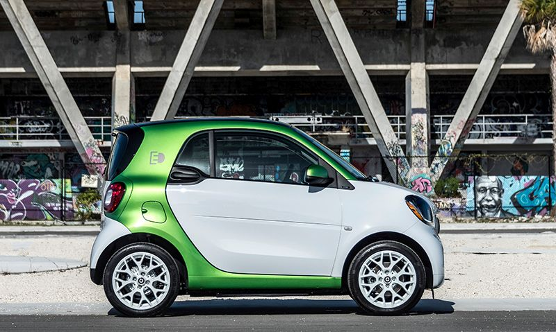 2017 white & green Smart ForTwo Electric Drive car