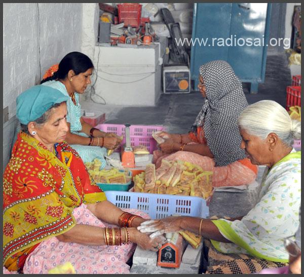 vibhuti packing at sathya sai ashram puttaparthi