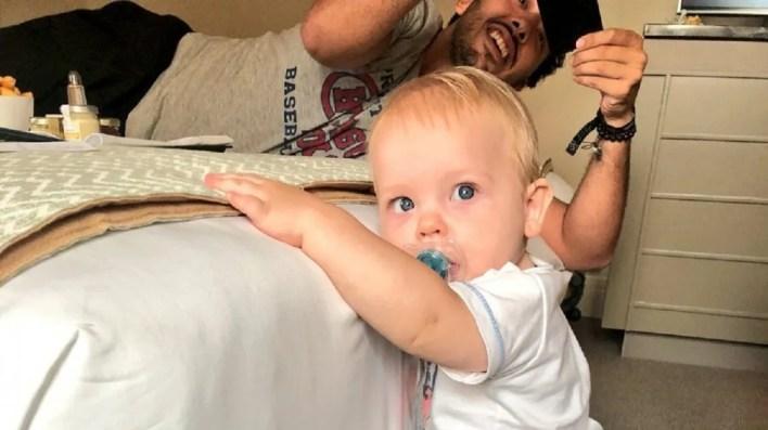 Pura ternura: los primeros pasos de Mirko, el hijo de Marley