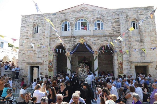 Με λαμπρότητα ο εορτασμός στην Παναγία Εκατονταπυλιανή της Πάρου ...