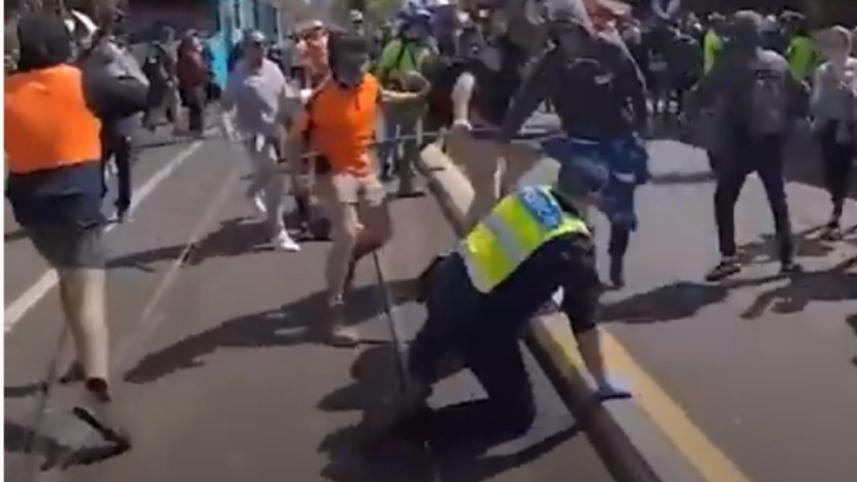 Proteste violente anti-vaccin
