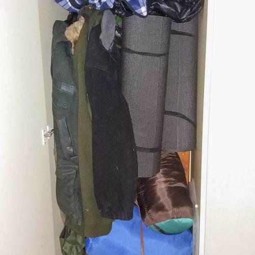 En garderob i hallen