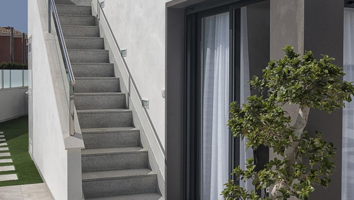 Exterior + Escalera