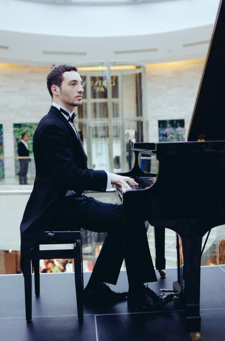 Pianist Iulian Neculache