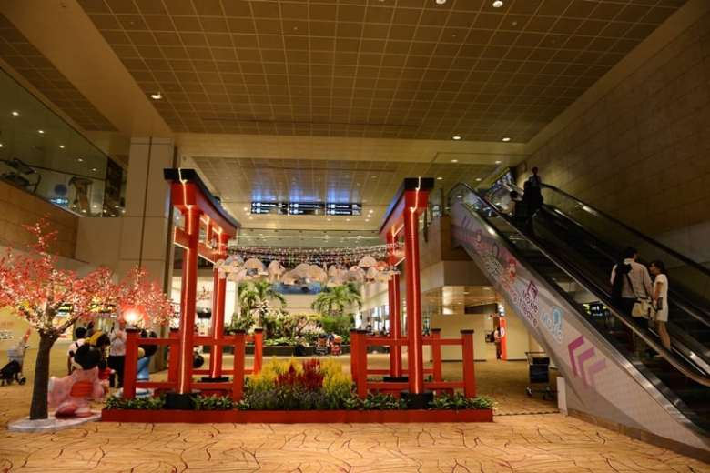 Aeroportul Changi surprinde placut calatorii care ajung la Singapore