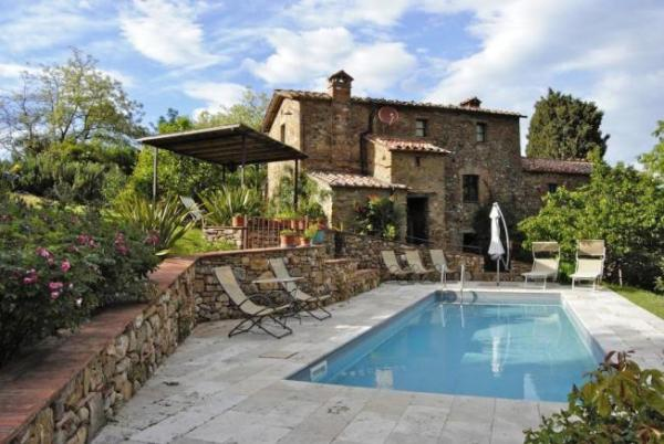 5 bedroom farm house for sale in Tuscany Siena